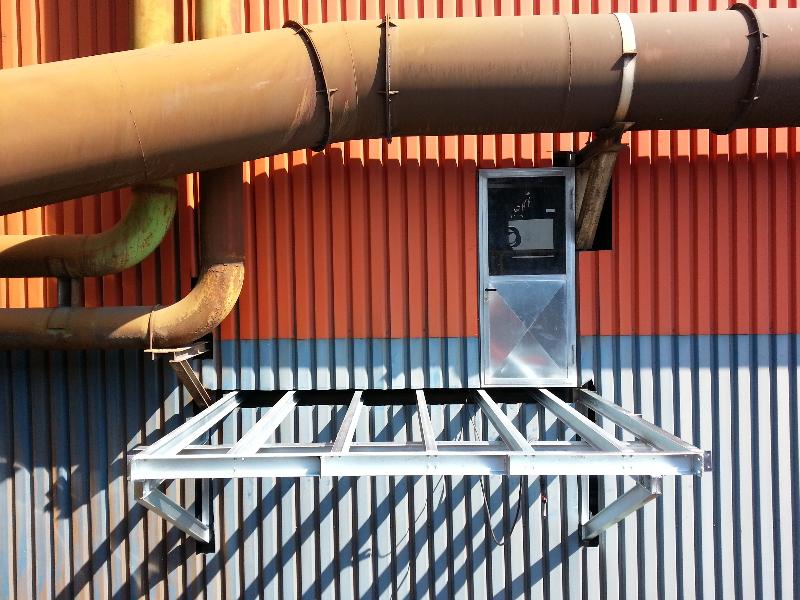 Soppalco esterno per impianti in una acciaieria