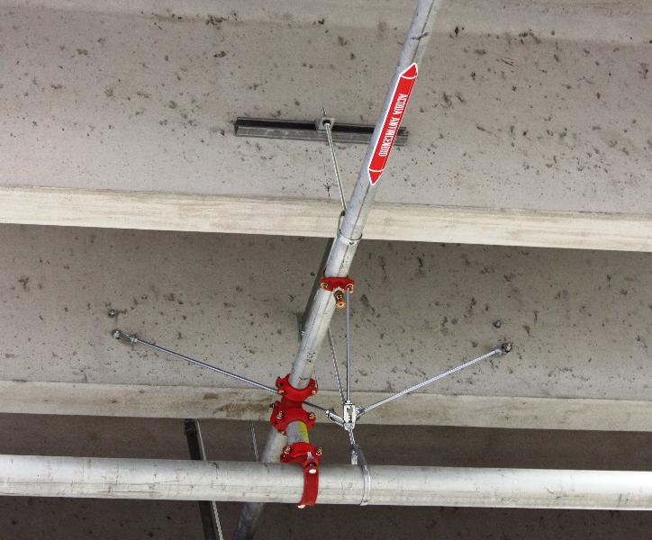 Staffaggi antisismici per impianto sprinkler in un capannone a Gorizia